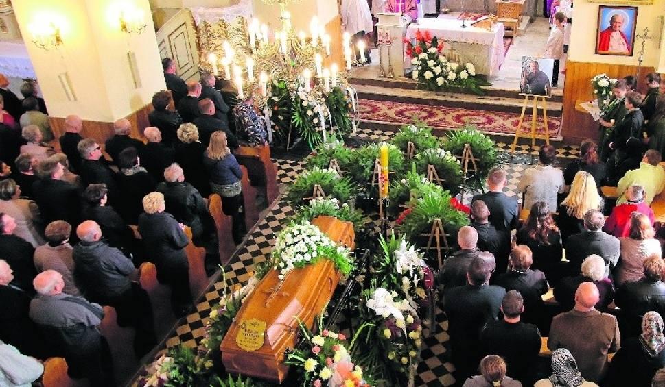 Film do artykułu: Tragicznie zmarłych motoparalotniarzy pożegnano na uroczystościach w Radoszycach i Morawicy