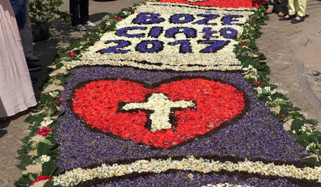 Boże Ciało W łódzkiem Kwiatowe Dywany W Spycimierzu