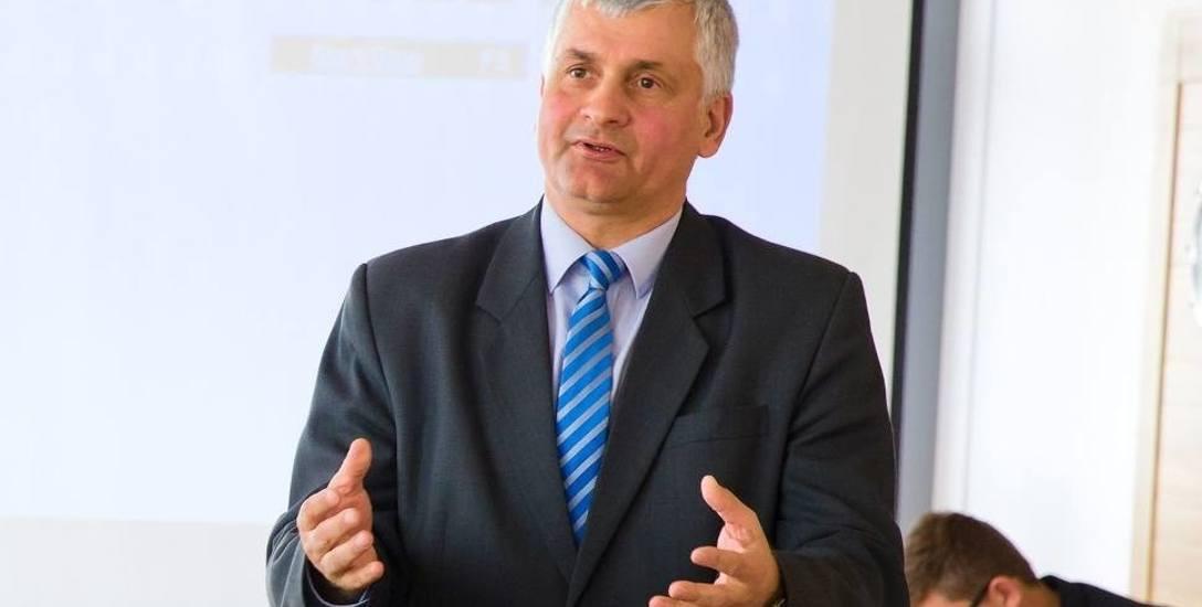 Wojewoda Bohdan Paszkowski rozdał w środę pieniądze na rozwój szpitali w trzech powiatach