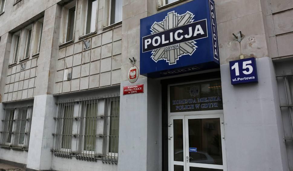Film do artykułu: Kradzież w kantorze w Gdyni. Policja szuka złodziei. Łupem rabusiów mogło paść nawet 300 tysięcy złotych