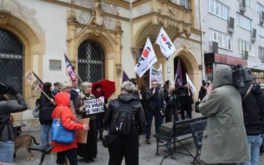 Protest na Piotrkowskiej przed siedzibą PiS: Antykoncepcja jest