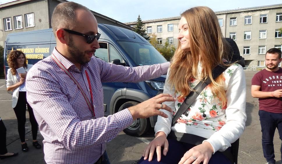 Film do artykułu: Otrzęsiny na Uniwersytecie Opolskim. Studenci sprawdzali, jak wygląda zderzenie i dachowanie auta