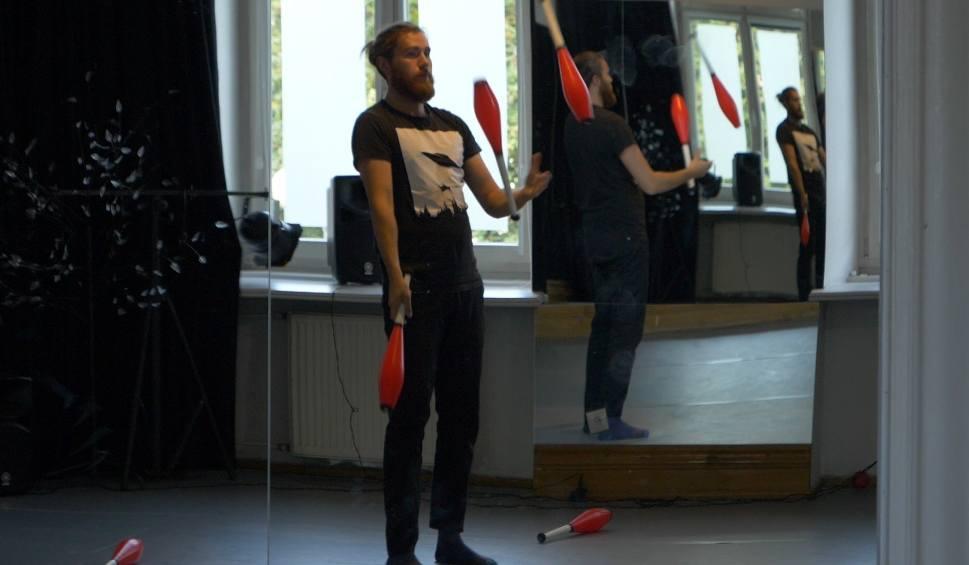 Film do artykułu: Dziecinnie proste: Pomysł na ciekawe warsztaty w Szczecinie? A może żonglerka! [WIDEO]