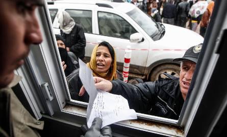 Nielegalni uchodźcy z Pakistanu i Indii docierali do Wrocławia jadąc przez kilkanaście dni zamknięci w kontenerach, z jednym bochenkiem chleba na osobę