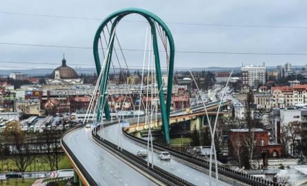 Drugi etap Trasy Uniwersyteckiej w Bydgoszczy to przede wszystkim budowę nowej, blisko 500-metrowej ulicy łączącej Wojska Polskiego z al. Jana Pawła