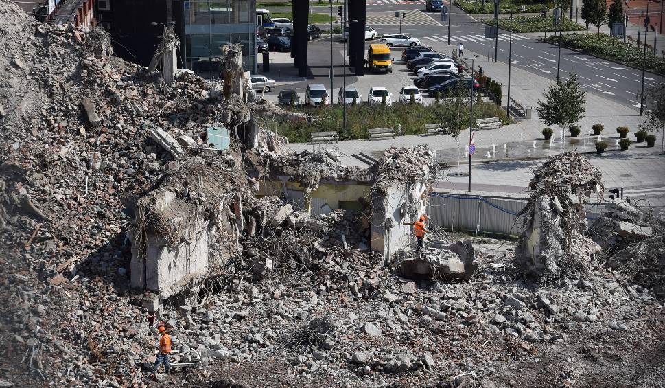 Film do artykułu: Hotel Silesia w Katowicach wyburzony. Została ogromna sterta gruzu. Co za widok  ZDJĘCIA