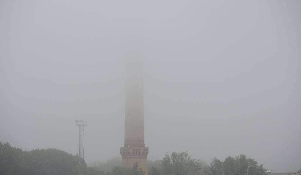 """Film do artykułu: Niezwykłe zjawisko w Świnoujściu. Mgła od morza """"rozlewa się"""" na całe miasto"""