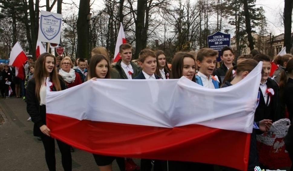 Film do artykułu: Nowy Sącz. Wiemy, które szkoły wygrały turniej z okazji 100-lecia odzyskania przez Polskę niepodległości [ZDJĘCIA]