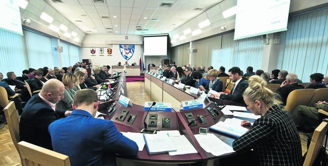 W Radzie Miejskiej Koszalina zasiada 25 radnych, 24 z nich składa swoje oświadczenia na ręce przewodniczącej RM, a z kolei przewodnicząca RM - na ręce