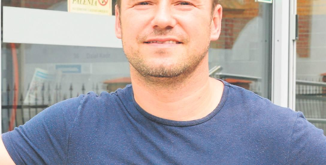 Marcin Grzybowski to znany trener motywacyjny oraz instruktor nauki tańca w szkole NASA w Koszalinie