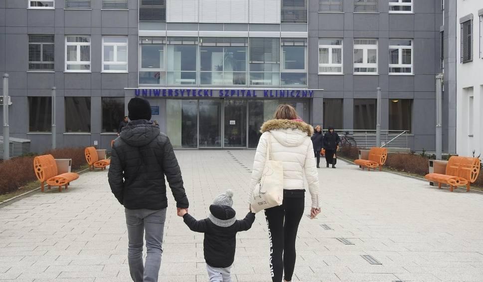 Film do artykułu: USK Białystok: Ponad 60 położnych na L4. Dyrektor szpitala klinicznego: Mogę zamknąć oddział [WIDEO]