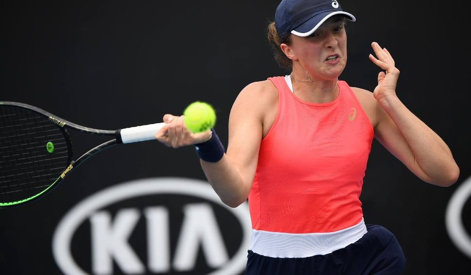 Film do artykułu: Australian Open. Nawet burza piaskowa nie zatrzymała Igi Świątek. Polka w trzeciej rundzie zagra z Donną Vekić