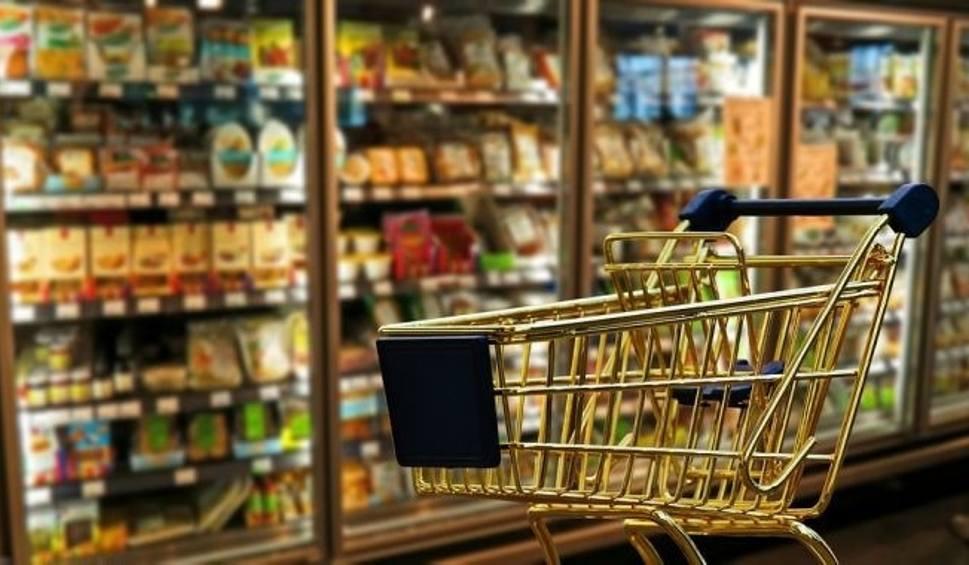 Film do artykułu: Boże Ciało 2017: Które sklepy otwarte 15 czerwca? [LIDL BIEDRONKA ŻABKA TESCO CARREFOUR AUCHAN]]