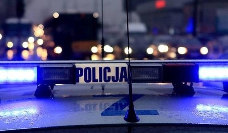 Film do artykułu: Policjanci uratowali 40-latka ze złamaną nogą