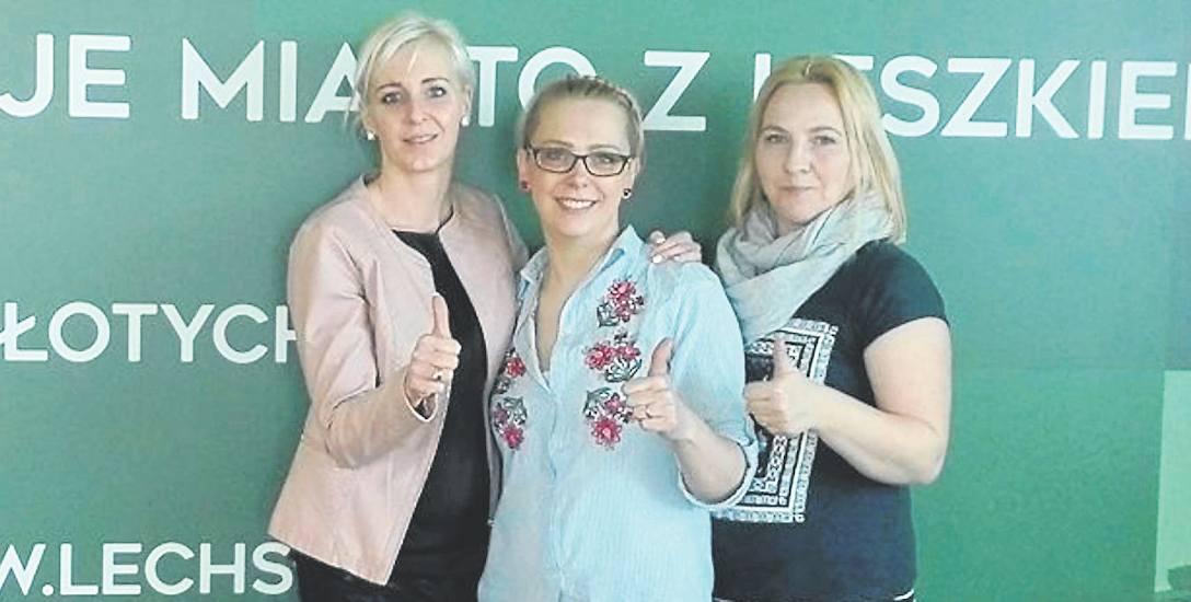 Od lewej: Monika Makowska, Magdalena Felińska oraz Justyna Sachajko ze Stowarzyszenia Carpe Diem podczas spotkania zwycięskich organizacji w siedzibie