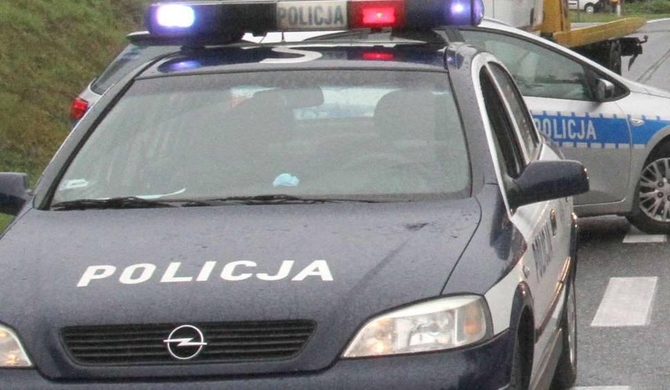 Film do artykułu: Wypadek na skrzyżowaniu w Skorkowie. Ranny jeden z kierowców