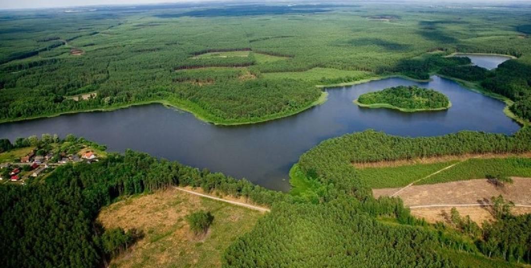 Bytnica ulokowała się na przesmyku między dwoma jeziorami - Kokno i Bytnickim. Właśnie to strategiczne położenie sprawiło, że przed wiekami zbudowano