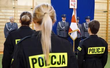 Piękne kobiety także służą w wojsku, policji, czy straży pożarnej. Zobacz piękne mundurowe uchwycone przez naszych fotoreporterów.