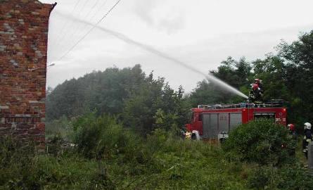 Zajączków. Dom stanął w płomieniach. Rodzina została bez dachu nad głową