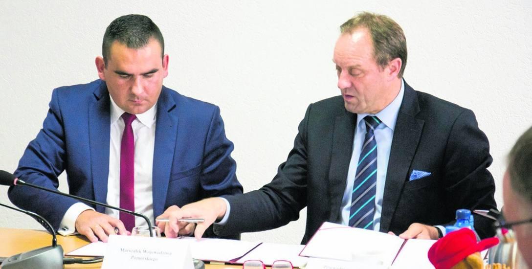 Umowę na dofinansowanie inwestycji w RIPOK w Chlewnicy podpisali Mieczysław Struk, marszałek województwa pomorskiego (z prawej) i Dawid Litwin, wójt