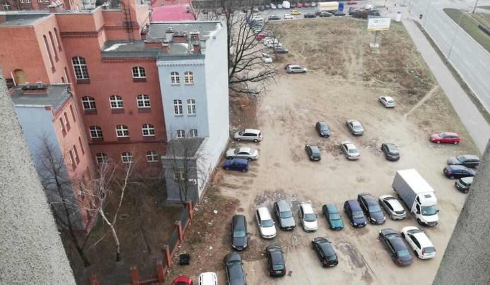 Film do artykułu: Zabudują dużą działkę przy placu Strzegomskim. Co tam powstanie? (ZDJĘCIA)