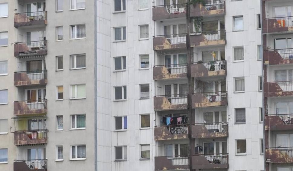 Film do artykułu: Konflikty na blokowiskach. Opolanie spierają się o zbyt późną kąpiel albo grilla na balkonie