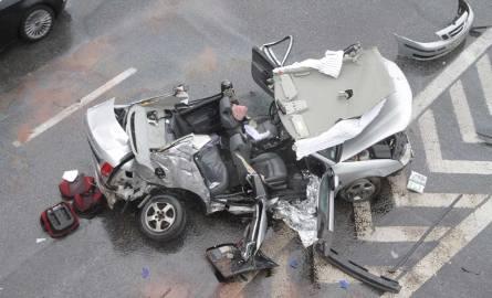 Śmiertelny wypadek na Psim Polu. Saab staranował inne auta