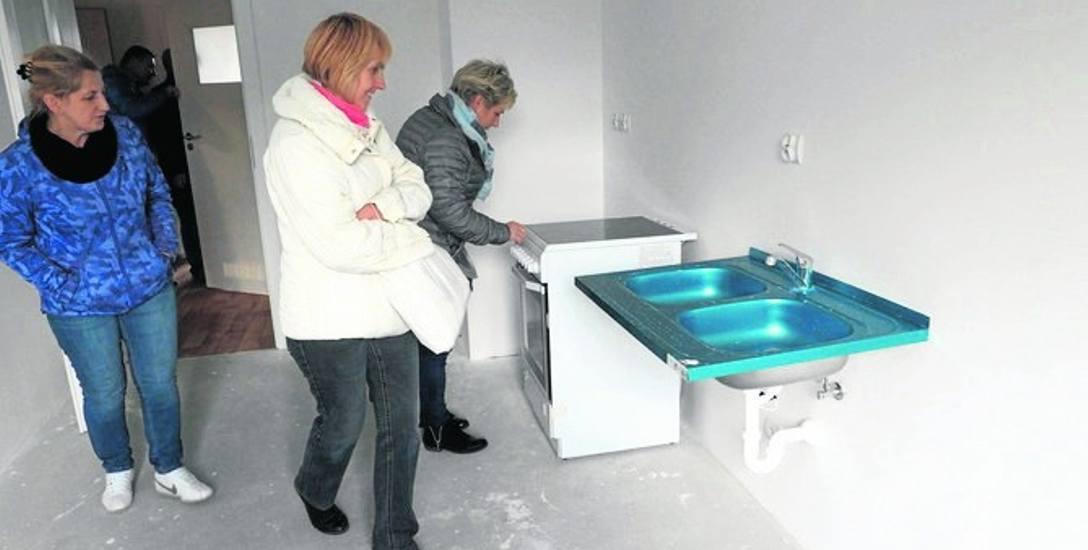 Nowe mieszkania powstały w bloku KTBS przy ul. Holenderskiej 34-38; koszt budowy 1 m kw. to ok. 2,3 tys. zł