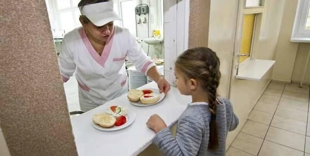 Z bezpłatnych posiłków w szkołach korzysta 1200 dzieci, z których 900 je śniadania i obiady. Koszt to około milion złotych. Teraz pojawił się pomysł,