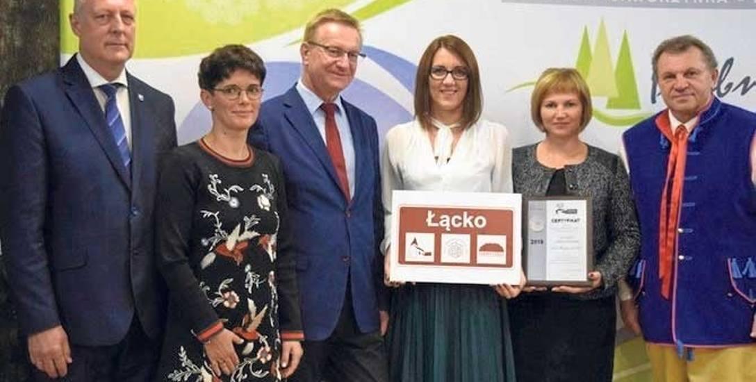 Przedstawiciele wsi Łącko oraz gminy Postomino odebrali certyfikat o przynależności do Sieci Najciekawszych Wsi