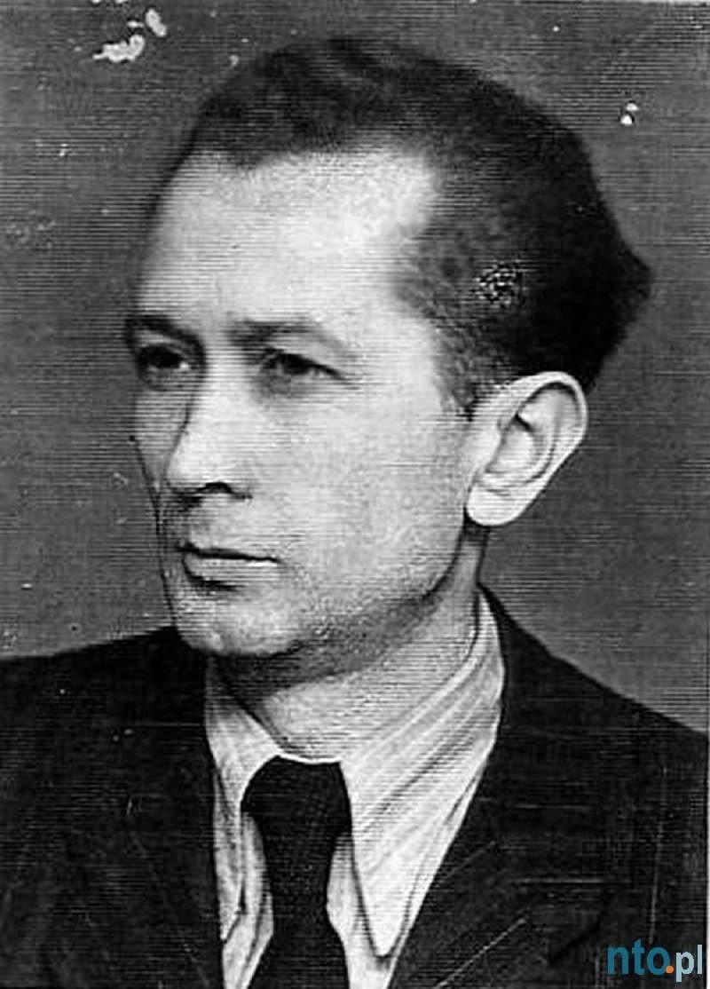 Leon Piekoszewski mieszkał w Kluczborku zaledwie przez półtora roku. Do poniemieckiego Kreuzburga przyjechał z rodzinnego Sosnowca 18 marca 1945 roku