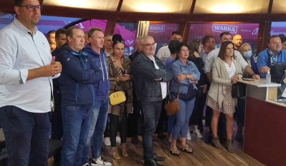Film do artykułu: Wieczór wyborczy w sztabie Platformy Obywatelskiej w Radomiu. Były gromkie brawa dla Rafała Trzaskowskiego!