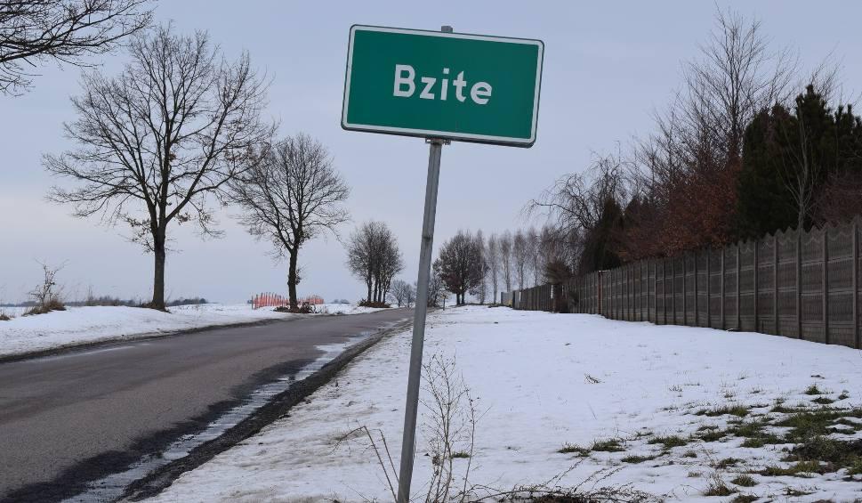 Film do artykułu: Tragedia we wsi Bzite pod Krasnymstawem: Mieszkańcy są w szoku. 38-latek ochlapał pieszych błotem. W odwecie pobili go na śmierć