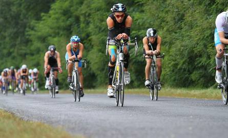 Zawodnicy na trasie Kórnik Triathlonu