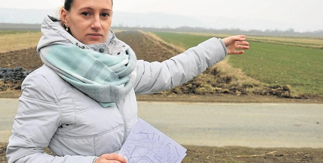 Agnieszka Wolska z Filipowic obawia się, że jeden z przedsiębiorców uruchomi obok jej domu olbrzymią kopalnię kruszywa.  - To może na zawsze zmienić