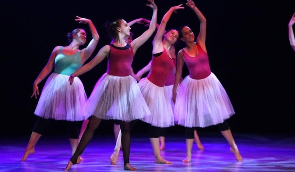 b696b68d Absolwenci kierunku taniec zatańczyli na piątkę! (zdjęcia) - echodnia.eu
