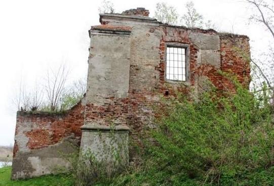 Zamek był czworobokiem, stał na wzgórzu otoczonym fosą. Prowadził do niego zwodzony most. Nie powstrzymało to Stadnickiego