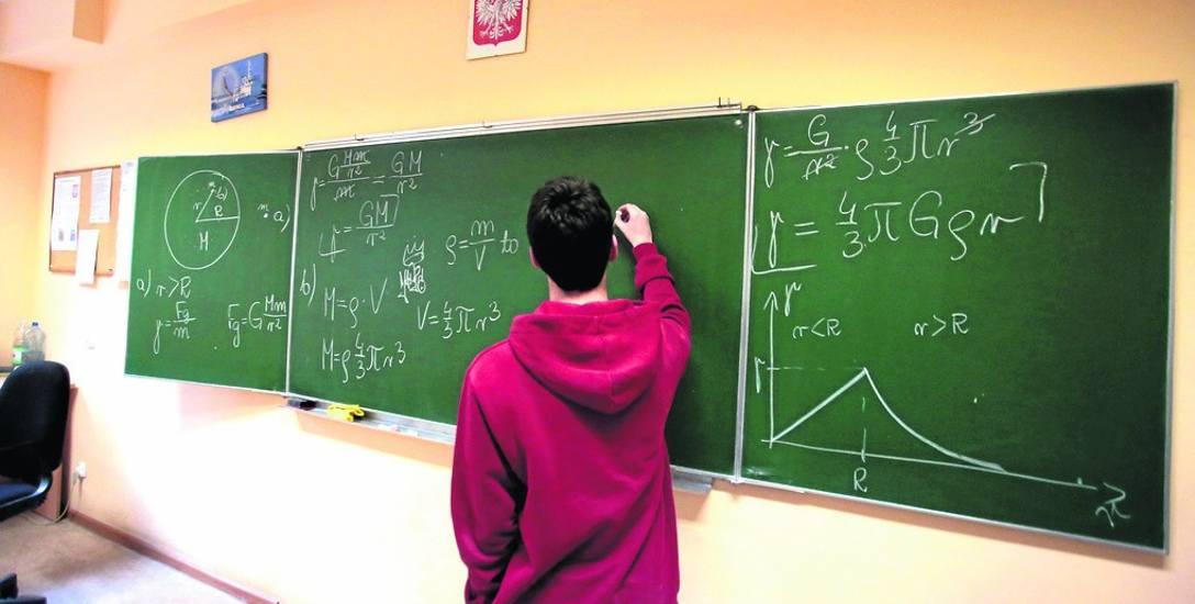 Nauczanie matematyki wymaga nowoczesnych metod i narzędzi. Właśnie tego brakuje nauczycielom z mniejszych miejscowości, a to prosta droga do słabszych
