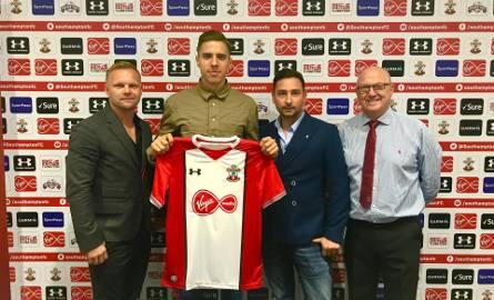 Tomasz Magdziarz (z lewej) i Szymon Pacanowski (drugi od prawej) przeprowadzili największy polski transfer, sprzedając Jana Bednarka