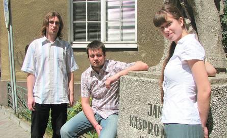 """To m. in. oni zapracowali na sukces """"Kaspra"""" (od lewej): Wojtek Gierlikowski, Szymon Baranowski i Kasia Peplinska"""