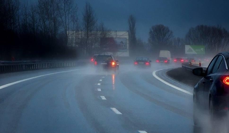 Film do artykułu: Uwaga, kierowcy! Na świętokrzyskich drogach jest ślisko. Bardzo złe warunki do jazdy