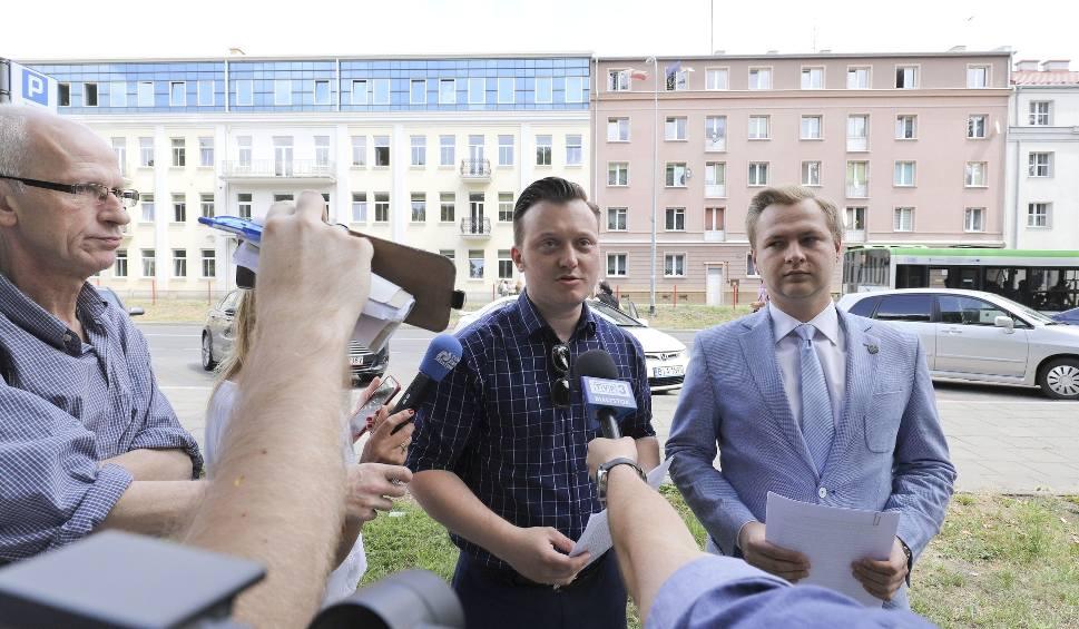 Film do artykułu: Radny PiS Krzysztof Stawnicki chce, by KOD zdjął swoje flagi z miejskiego budynku