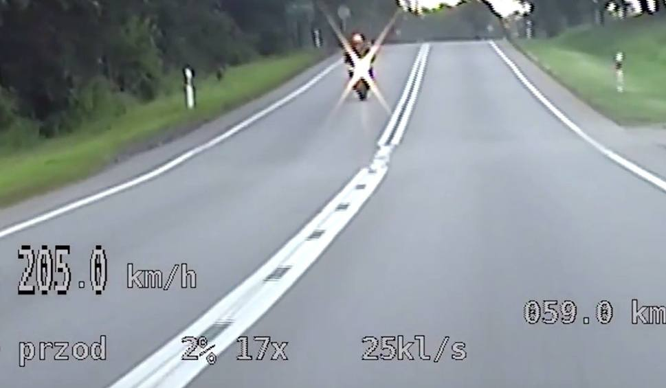 Film do artykułu: Sucumin: Motocyklista jechał 200 km/h. 26-latek był pod wpływem alkoholu [WIDEO]