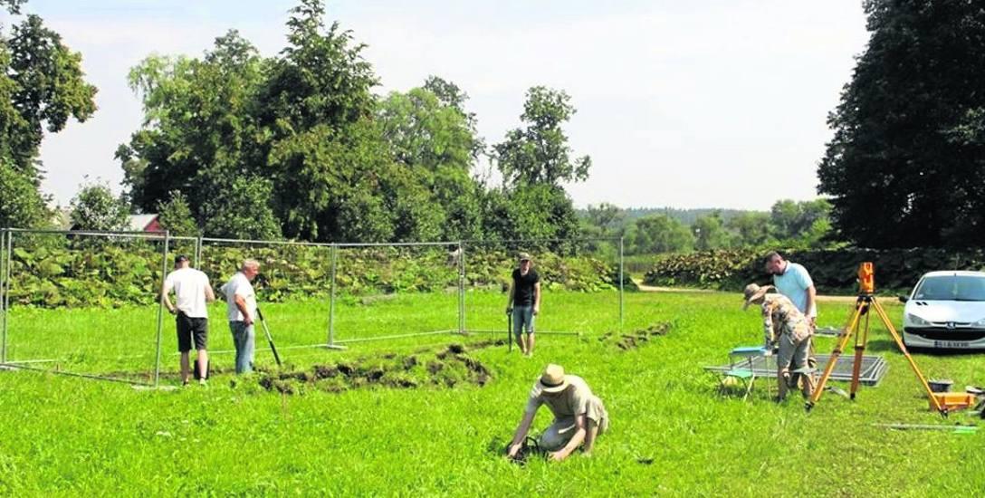 Przez kilka tygodni białostoccy archeolodzy prowadzili badania w Supraślu. Prace pozwoliły wskazać, jak przebiegały dawne parkowe alejki oraz jaka roślinność