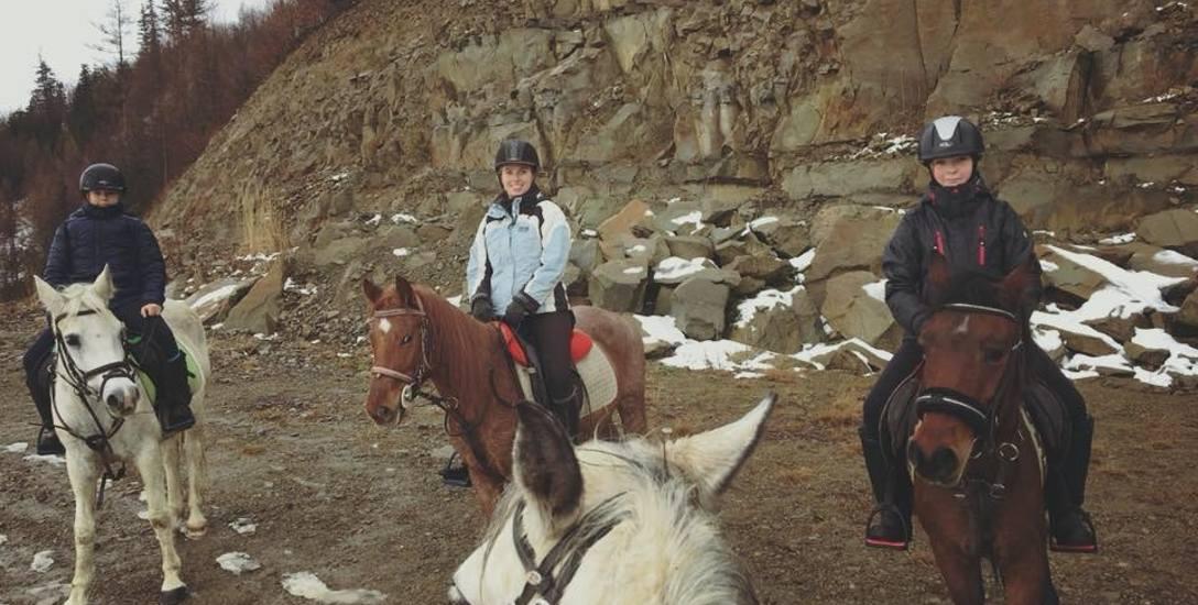 W Beskidach zapanowała moda na jazdę konną. Cieszy się popularnością także zimą