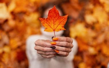 Takie paznokcie na jesień 2020 są najmodniejsze! Zobacz wzory manicure, które teraz królują.