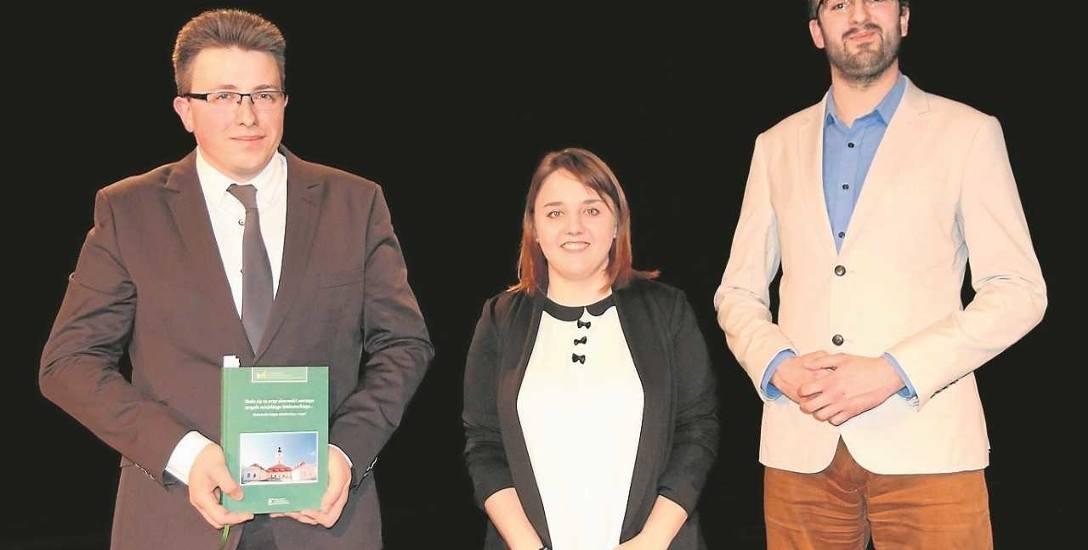 Na zdjęciu od lewej: Łukasz Baranowski, Monika Kozłowska, Jakub Grodzki - doktoranci historii UwB