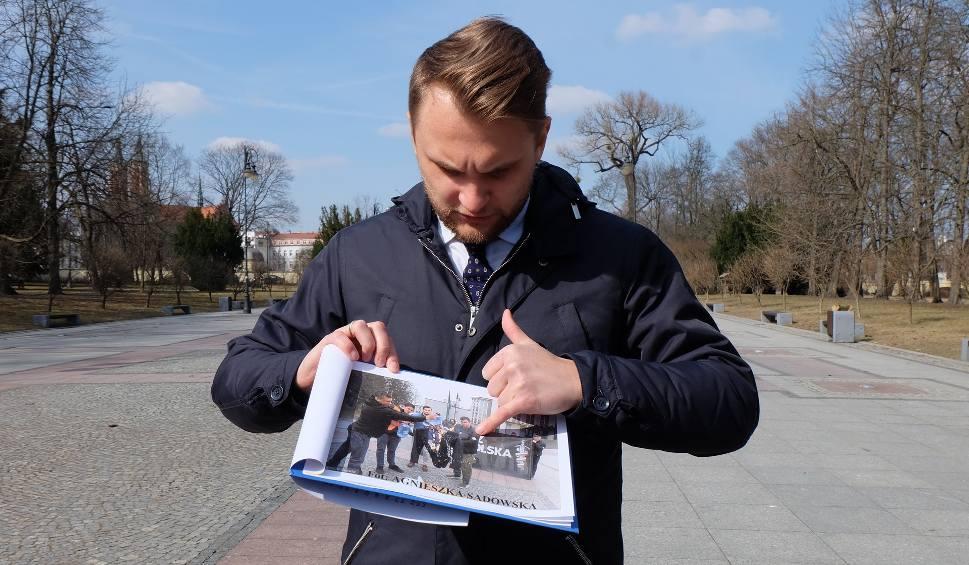Film do artykułu: Poseł Nowoczesnej Krzysztof Truskolaski potępił spalenie kukły Ryszarda Petru i składa na Młodzież Wszechpolską zawiadomienie do prokuratury