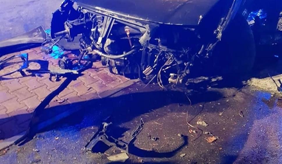 Film do artykułu: Myślenice. Wypadek na ulicy Daszyńskiego. Samochód wjechał w ogrodzenie