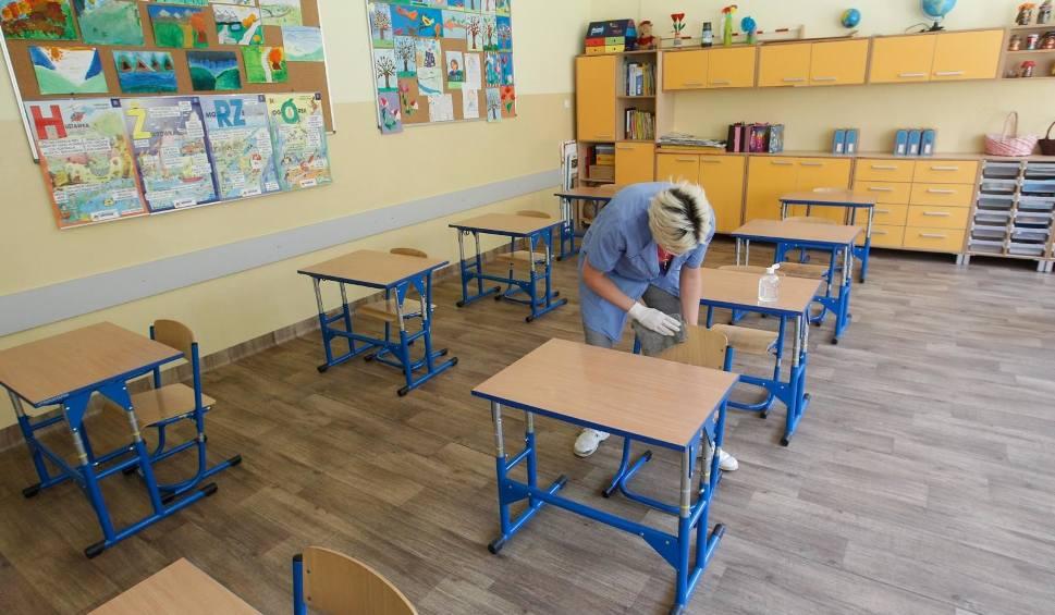 Film do artykułu: 25 maja uczniowie mogą wrócić do szkół. Na początek klasy 1-3 na zajęcia opiekuńczo-dydaktyczne i ósmoklasiści - na konsultacje